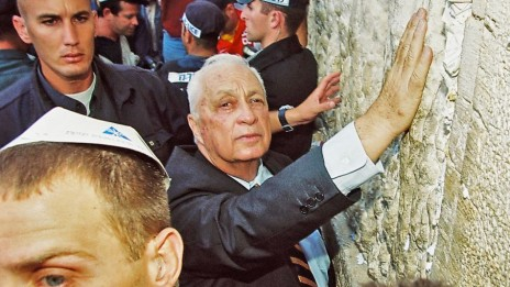 אריאל שרון בכותל המערבי, 28.9.2000 (צילום: פלאש 90)