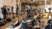 צלמים ועיתונאים מתמקמים בבית החולים תל-השומר, עם היוודע ההחמרה במצבו של ראש הממשלה לשעבר אריאל שרון השרוי בתרדמת ומאושפז בבית החולים בשמונה השנים האחרונות, 2.1.14 (צילום: גדעון מרקוביץ)