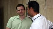 """המנכ""""ל ומבעלי one גיל מנקין (משמאל) עם עו""""ד שי אליאס בבית הדין לעבודה, 14.10.13 (צילום: """"העין השביעית"""")"""