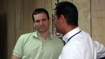 """המנכ""""ל ומבעלי one גיל מנקין (משמאל) עם עו""""ד שי אליאס בבית-הדין לעבודה, 14.10.13 (צילום: """"העין השביעית"""")"""
