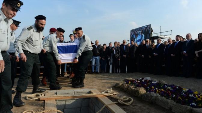 """לוויית ראש הממשלה לשעבר אריאל שרון, חוות השקמים, 13.1.14 (צילום: קובי גדעון, לע""""מ)"""