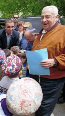 אריאל שרון וילדים. עפרה, 2.5.01 (צילום: ניר אליאס)