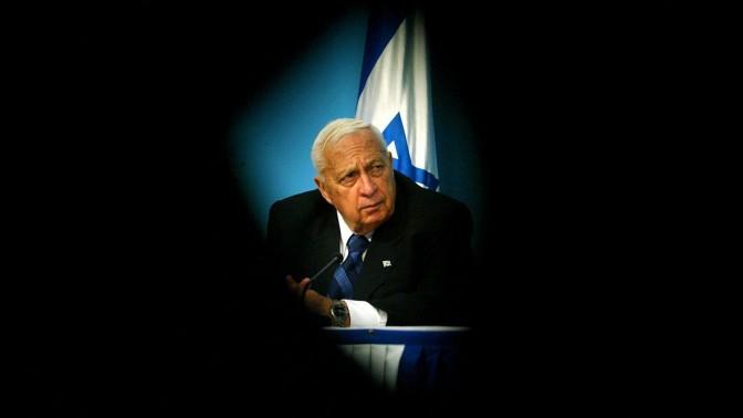 ראש הממשלה אריאל שרון, 16.11.2005 (צילום: אוליבייה פיטוסי)