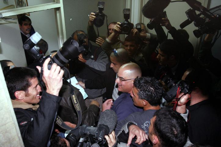עמרי שרון מתייצב בבית-המשפט המחוזי בתל-אביב. 27.2.08 (צילום: רוני שיצר)