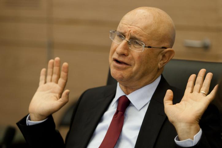 """יו""""ר ועדת הכלכלה ח""""כ אבישי ברוורמן מנהל ישיבה של הוועדה, 15.10.13 (צילום: פלאש 90)"""