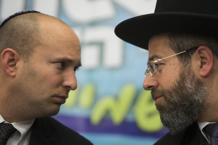שר הכלכלה נפתלי בנט (משמאל) והרב הראשי דוד לאו, 3.2.14 (צילום: יונתן זינדל)
