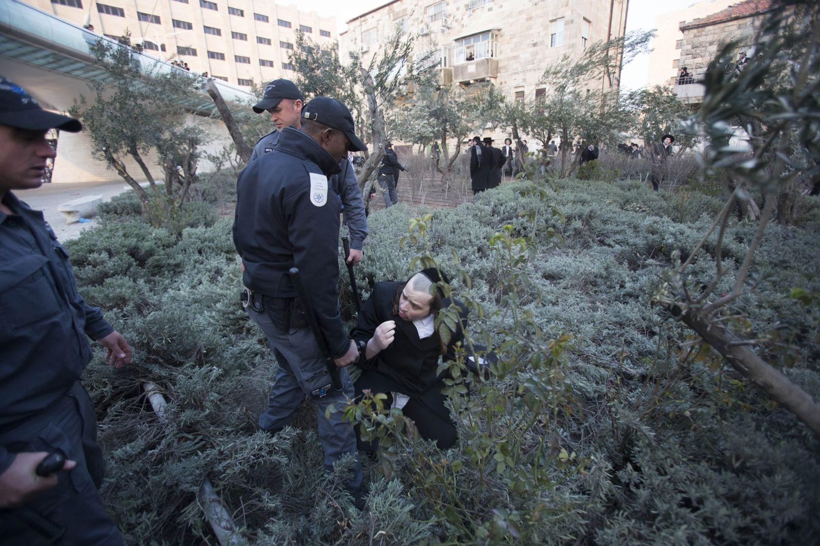 בשולי ההפגנה בירושלים, אתמול (צילום: יונתן זינדל)