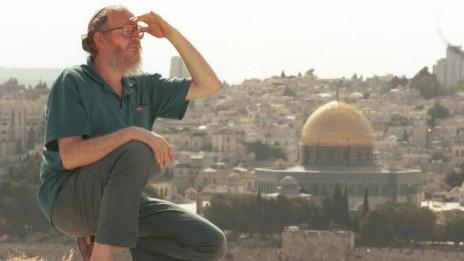 יהודה עציון על רקע הר הבית, 1997 (צילום: נתי שוחט)