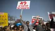 עובדי רשות השידור מפגינים מול הכנסת נגד מסקנות ועדת לנדס, 19.3.14 (צילום: יונתן זינדל)
