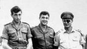"""מימין: משה דיין, אריאל שרון ומאיר הר ציון, לאחר פעולת תגמול ב-1955 (צילום: לע""""מ)"""