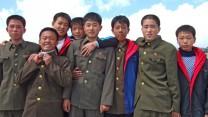 "חיילים בצבא צפון-קוריאה, 7.9.08 (צילום: <a href=""http://www.shutterstock.com/pic-19187308/stock-photo-paktusan-september-group-of-north-korean-soldiers-on-the-top-of-paktusan-mountain-september.html?src=AX4P2ZZaakH6Cmo5UCHjCg-15-55"" target=""_blank"">מקסים טופיקוב, שאטרסטוק</a>)"