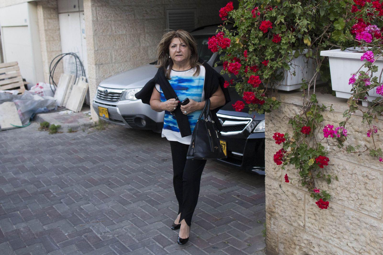שולה זקן מחוץ לביתה בירושלים, 3.4.14 (צילום: יונתן זינדל)