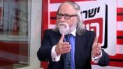 """חיים שיין מתראיין באולפן """"ישראל היום"""", בראיון שבו טען כי עבאס הוא מכחיש שואה. 27.4.14 (צילום מסך)"""