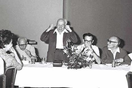 """דוד בן-גוריון בישיבה של ועדת העורכים בבית סוקולוב, 16.6.1970 (צילום: פריץ כהן, לע""""מ)"""