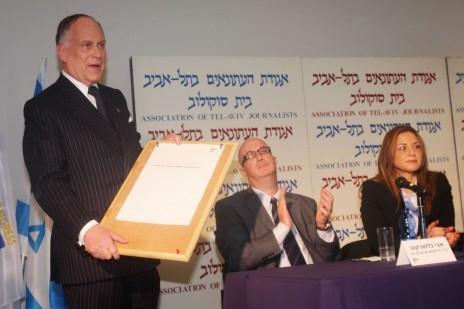 בעל המניות בערוץ 10 רון לאודר. משמאלו: בלשניקוב וגרייבסקי (צילום: רוני שיצר)