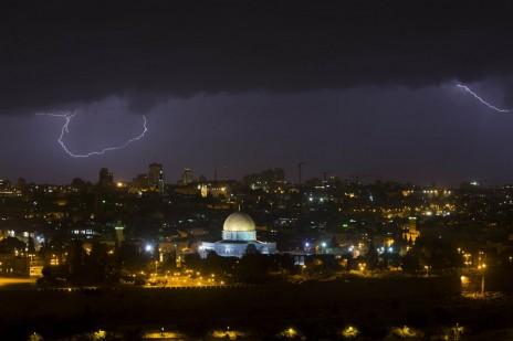 ברקים בשמי ירושלים, 7.5.14 (צילום: יונתן זינדל)