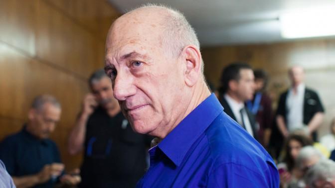 ראש הממשלה לשעבר אהוד אולמרט מצפה להקראת גזר דינו בבית המשפט המחוזי בתל-אביב, 13.5.14 (צילום: יותם רונן)