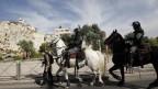 צלמי עיתונות מורחקים באלימות על-ידי שוטרים משטח פתוח בירושלים, 28.5.2014. בצילום: אורן זיו (צילום: טלי מאייר)