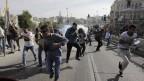 צלמי עיתונות מורחקים באלימות על-ידי שוטרים משטח פתוח בירושלים, 28.5.2014 (צילום: טלי מאייר)