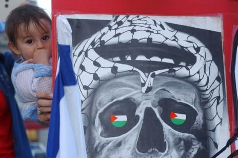 יהודים תושבי חברון וארגון נשים-בירוק בהפגנה נגד ההתנתקות, ירושלים, 14.9.2004 (צילום: פלאש 90)