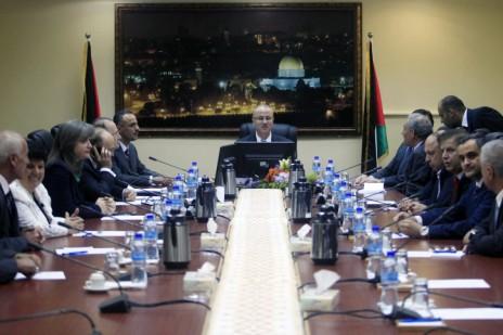 הישיבה הראשונה של הממשלה הפלסטינית החדשה ברמאללה, 3.6.14 (צילום: עיסאם רימאווי)