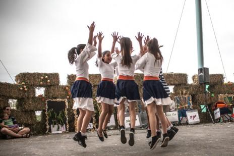 חגיגת שבועות בקיבוץ צובה (צילום: נועם מוסקוביץ)