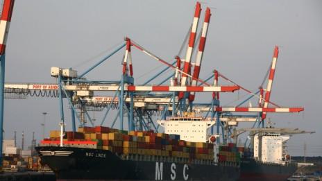 ספינה עוגנת בנמל אשדוד (צילום: חן ליאופולד)