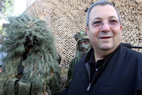 חיילים בבגדי הסוואה (מימין: שר הביטחון אהוד ברק), 2009 (צילום: רוני שיצר)