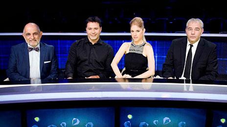 """עו""""ד רונאל פישר (מימין) בצוות תוכנית הריאליטי של ערוץ 2, """"המיזם"""" (צילום: יחסי-ציבור)"""