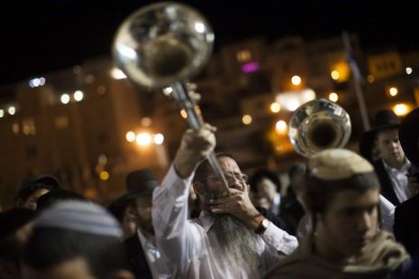 תפילה המונית למען הנערים החטופים, הכותל המערבי בירושלים, 25.6.14 (צילום: יונתן זינדל)