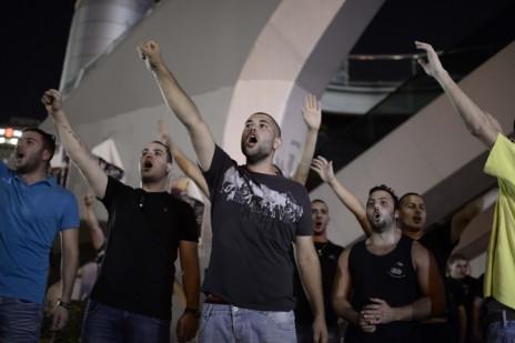 פעילי ימין בהובלת ברוך מרזל מפגינים מול מחנה הקריה בתל-אביב בדרישה לפעולה תקיפה בעקבות רצח הנערים החטופים, 1.7.14 (צילום: תומר נויברג)