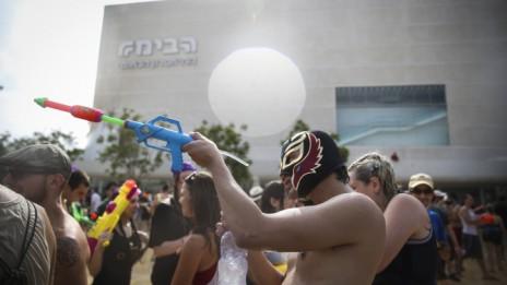 מלחמת מים בתל-אביב, 4.7.14 (צילום: הדס פרוש)
