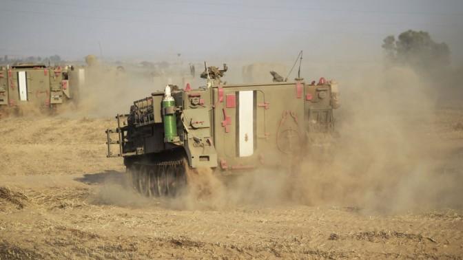 משוריינים ישראליים בצפון הנגב, בקרבת גבול רצועת עזה, 6.7.14 (צילום: הדס פרוש)