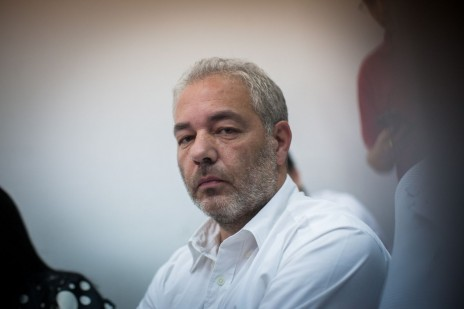 רונאל פישר בדיון על הארכת מעצרו. בית-משפט השלום בירושלים, 7.7.14 (צילום: יונתן זינדל)
