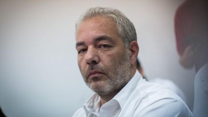 """עו""""ד רונאל פישר בדיון בהארכת מעצרו בחשדות לעבירות שונות, בית המשפט המחוזי בירושלים, 7.7.14 (צילום: יונתן זינדל)"""