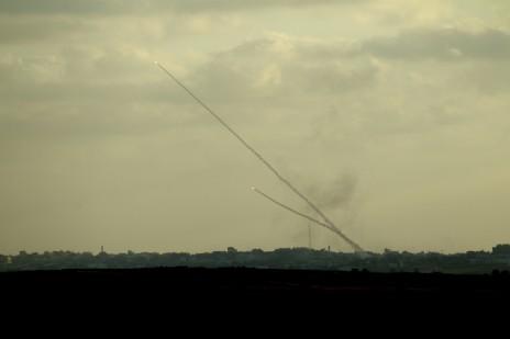 """יירוט של רקטה חמאסית שנורתה מרצועת עזה אל ישראל על-ידי מערכת כיפת-ברזל. היום השמיני למבצע """"צוק איתן"""", 15.7.14 (צילום: יוסי אלוני)"""