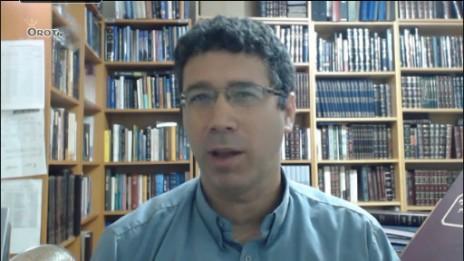 """הרב חיים נבון בסרטון באתר ynet, תחת הכותרת """"תתחילו להתרגל לאליטות החדשות"""" (צילום מסך)"""