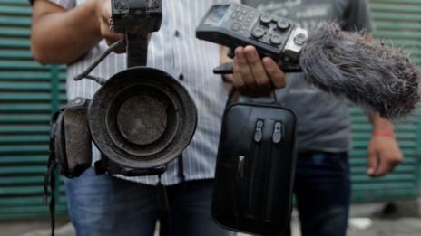 """ציוד הצילום של ח'אלד חמד, צלם עיתונות שנהרג מהפצצות צה""""ל בשג'עיה, 20.7.14 (צילום: עמאד נאסר)"""