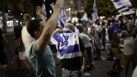 """הפגנת תמיכה בחיילי צה""""ל, כיכר רבין בתל-אביב–יפו, 26.7.14 (צילום: תומר נויברג)"""