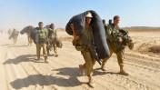 חיילים ישראלים מתפנים מרצועת עזה. 4.8.14 (צילום: פלאש 90)