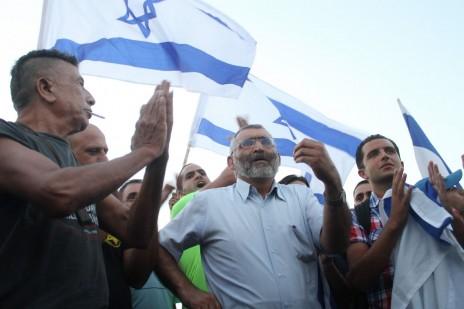 מיכאל בן-ארי בהפגנה נגד חתונתם של מחמוד ומורל מנסור, יפו, 17.8.14 (צילום: פלאש 90)