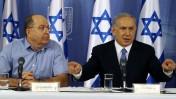 ראש ממשלת ישראל, בנימין נתניהו, עם שר הביטחון, משה יעלון, במסיבת עיתונאים. תל-אביב, 20.8.14 (צילום: פלאש 90)