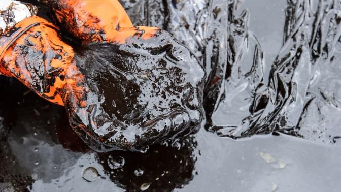 (צילום נפט גולמי: ארון רויסרי, שאטרסטוק)