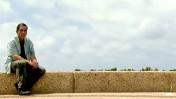 """גדעון לוי, מתוך הסרט התיעודי """"Going Against the Grain"""" של הבמאי בילאל יוסף, ששודר באל-ג'זירה (צילום מסך)"""