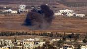 עשן עולה מכפר סורי סמוך לגבול עם ישראל, 8.9.14 (צילום: פלאש 90)