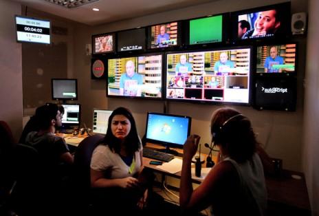 חדר בקרה באולפני זכיינית ערוץ 2 קשת (צילום: משה שי)