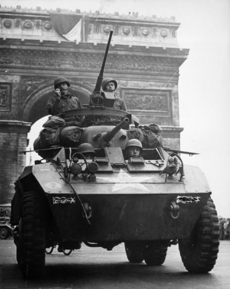 טנק אמריקאי בפריז, אוגוסט 1944 (נחלת הכלל)