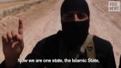 """לוחם של """"המדינה האסלאמית"""", מתוך הסרט התיעודי על הארגון בהפקת Vice (צילום מסך)"""