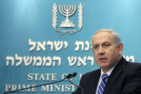 בנימין נתניהו נושא דברים במסיבת העיתונאים שבה הודיע על פירוק הממשלה. ירושלים, 9.10.12 (צילום: מרים אלסטר)