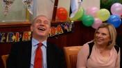 """ראש הממשלה, בנימין נתניהו, עם רעייתו שרה בעת חגיגת יום הולדתו. 20.10.13 (צילום: קובי גדעון, לע""""מ)"""